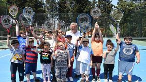 Nakkaştepe Millet bahçesi'nde tenis dersleri