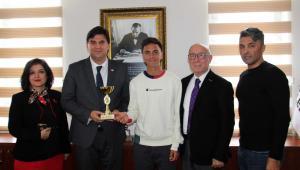 Fethiyeli Tenisçi başarasını Karaca ile paylaştı