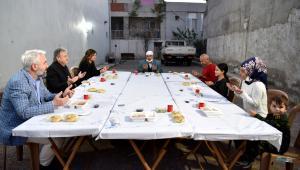 İduğ, Kızılay Başkanı ile birlikte iftar sofrasına konuk oldu