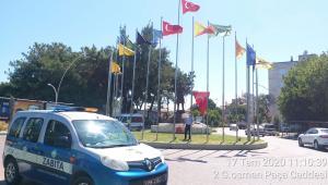 Zabıta ve İtfaiye İşbirliğiyle Bayraklar Yenilendi