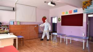 Bornova'da ilkokullara Korona temizliği