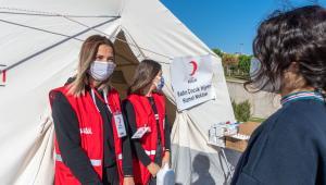 Kızılay İzmir'deki Yardımlarını Sürdüyor