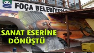 FOÇA BALIK HALİ DUVARINDA GRAFİTİ