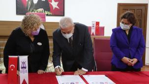 Başkan Atay, Kadın Dostu Kent Taahhütnamesini İmzaladı