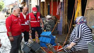 Kızılay Gönüllüleri Ev ve İş Yerlerinin Temizlenmesine Yardımcı Oluyor