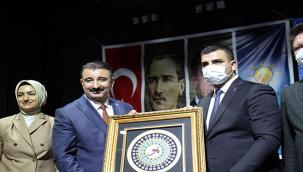 AK Partili İnan Kılıçdaroğlu'na sert çıktı: İzmir'in turist vekili